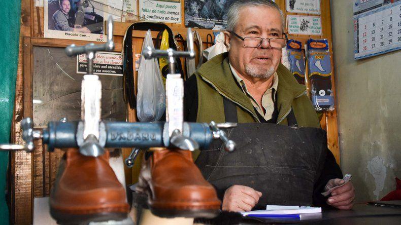 Por la inflación, aumentó el trabajo de los zapateros
