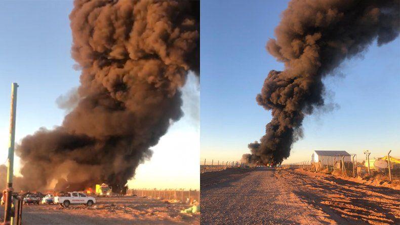 Un impresionante incendio se desató en el ex basural municipal de Añelo