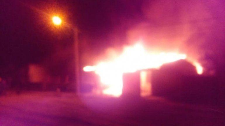 Lo acusaron por quemar la casa lindante a su ex en Buta Ranquil