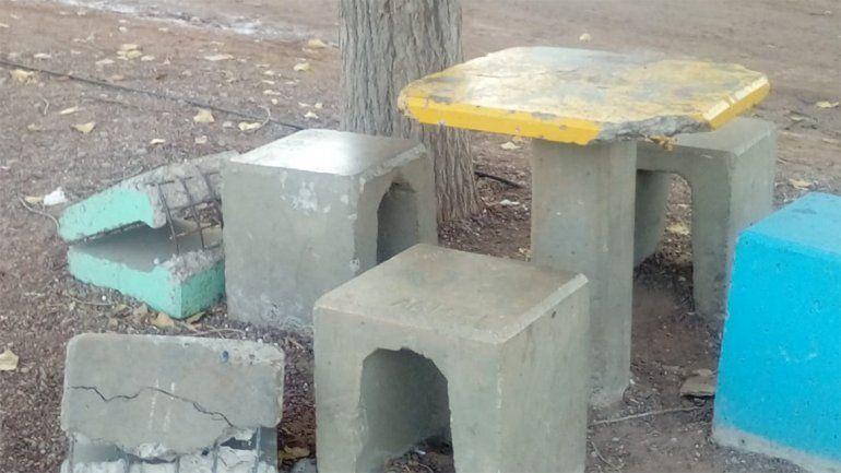 Destruyeron por tercera vez las mesas y los bancos del NIDO de Toma Norte