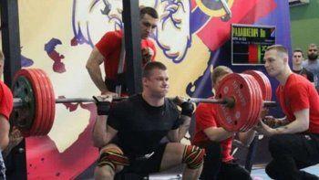 un pesista ruso se quebro la pierna al intentar levantar 250 kilos
