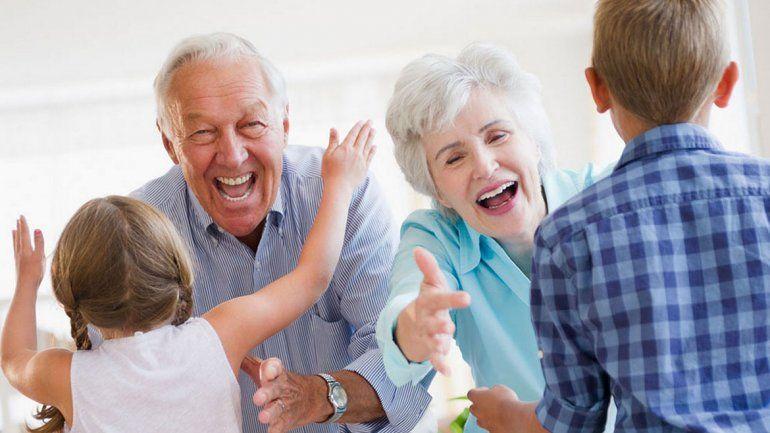 Los abuelos que cuidan a sus nietos viven más