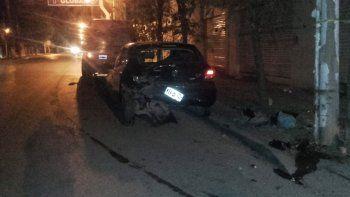 borracho, un joven choco a un auto que estaba estacionado