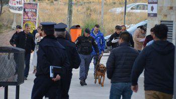 ciudad judicial: un joven de gorra y capucha dejo la falsa bomba