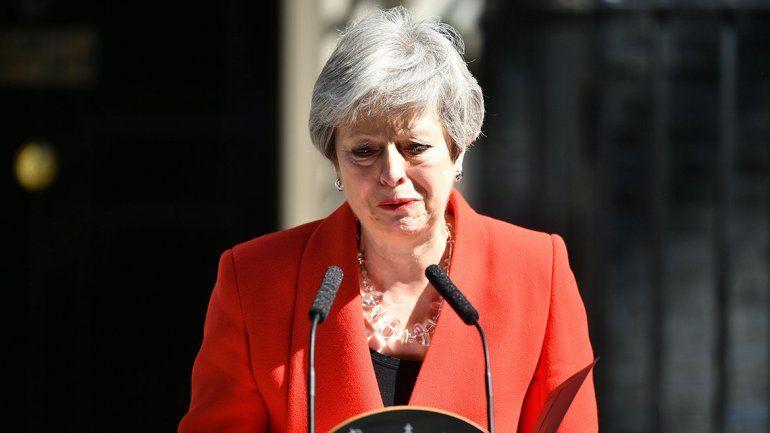 Entre lágrimas, renunció la primera ministra británica Theresa May