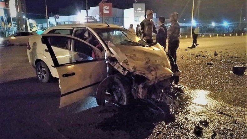 Impactante accidente entre un auto y un camión en la 22