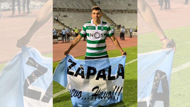 Acuña festejó otro título en Portugal con la bandera de Zapala
