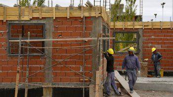 la construccion crea cinco nuevos empleos por dia en la provincia