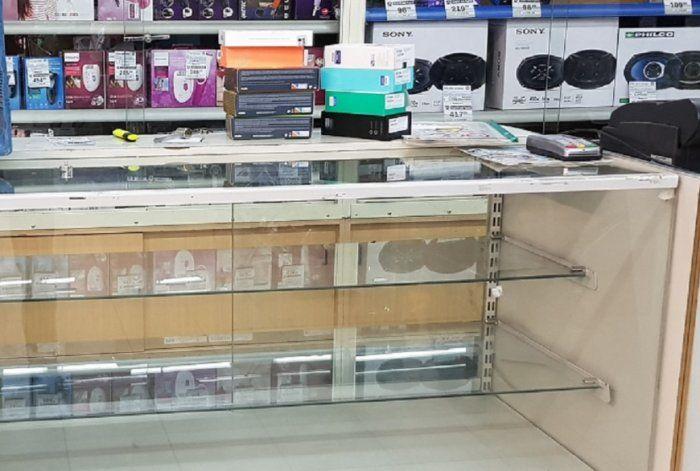 Centenario: robaron 9 celulares de la Cooperativa Obrera