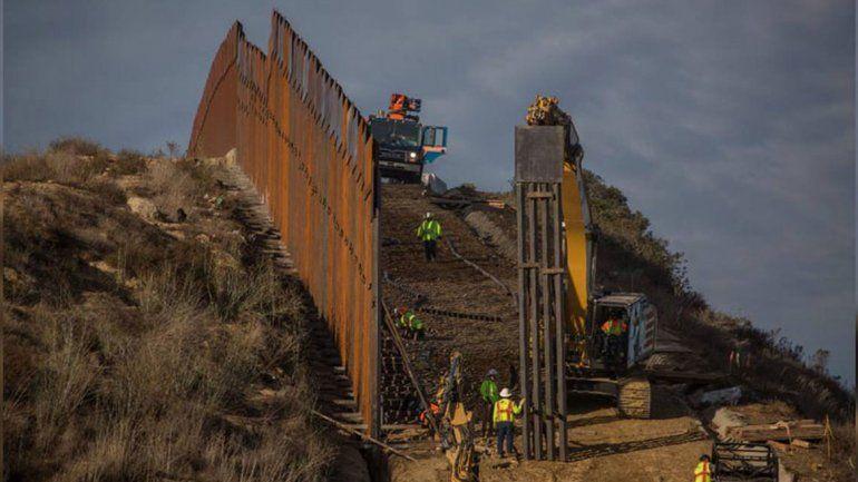 Simpatizantes de Trump levantaron un muro privado