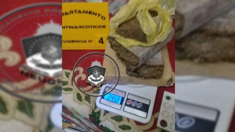Investigaban una amenaza de muerte y encontraron casi dos kilos y medio de marihuana