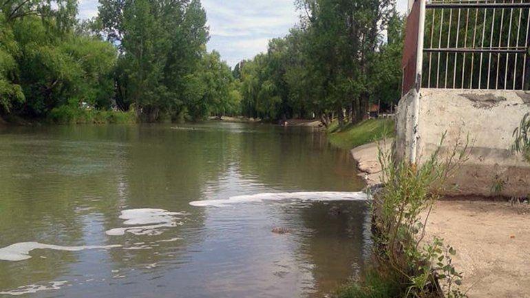 Nuevamente denuncian contaminación en el Río Limay