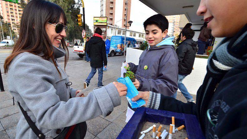 Cambiarán plantas por cigarrillos en el Parque Central