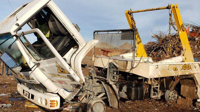 Investigan el robo de un camión que después apareció desmantelado en Centenario