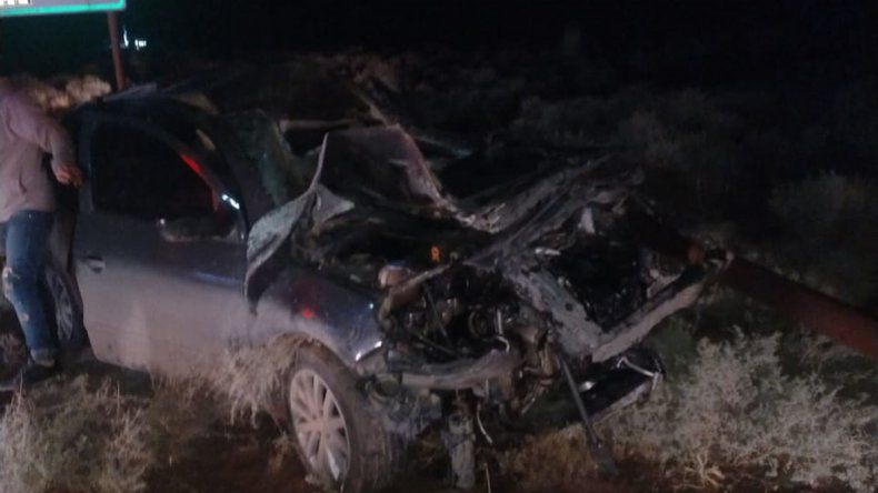 Se les cruzó un caballo en plena ruta y el auto quedó destrozado