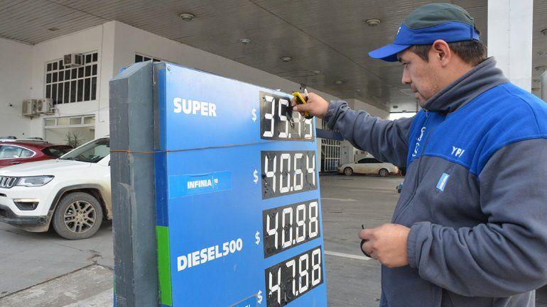 La gente no oculta su fastidio por la suba de naftas