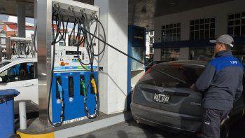 a llenar el tanque: solo una empresa aumento el precio