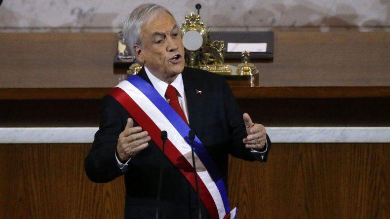 Piñera quiere menos diputados y senadores en Chile