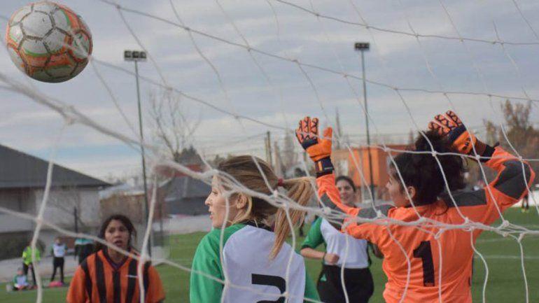 Las chicas dieron el puntapié inicial a la Copa Deliberante