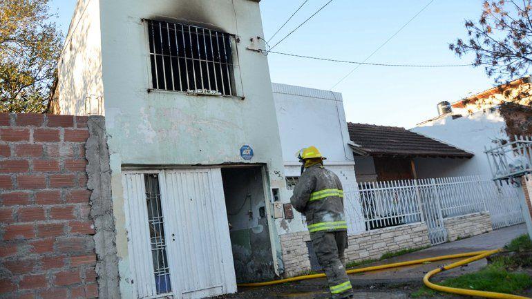 Incendiaron tres departamentos abandonados donde dormían indigentes