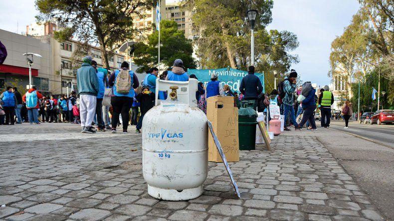 Tras el aumento de las garrafas, Barrios de Pie reclamó frente a Casa de Gobierno