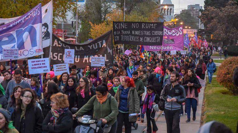 #NiUnaMenos: masiva marcha por las calles céntricas