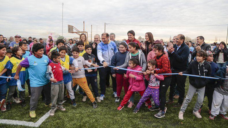 Los chicos de Colonia Nueva Esperanza ya disfrutan de su nueva cancha de fútbol