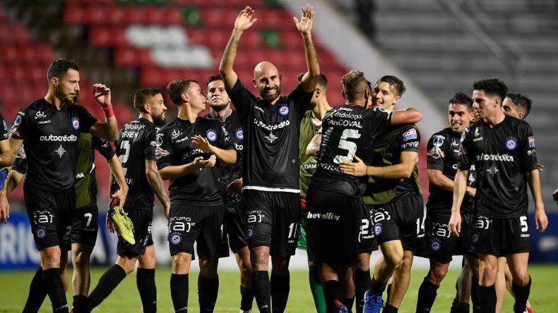 Argentinos y Lanús luchan por un lugar en la Sudamericana