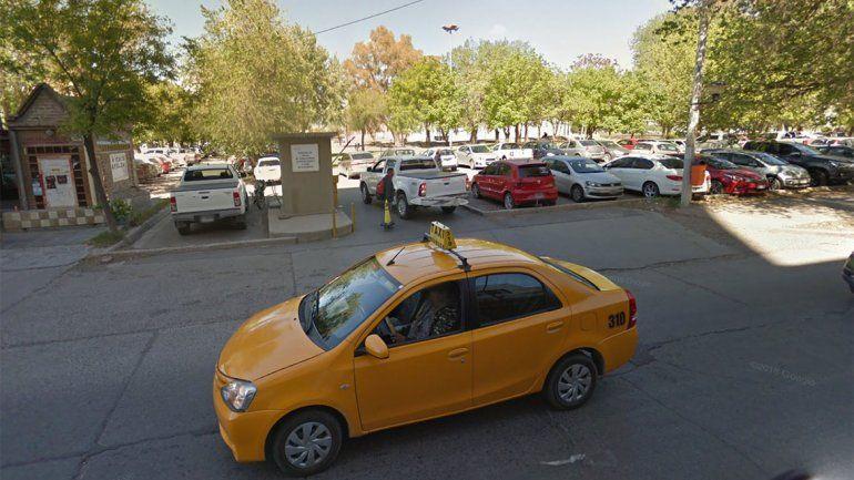 Le robaron el auto de un estacionamiento pago y para colmo la trataron de borracha