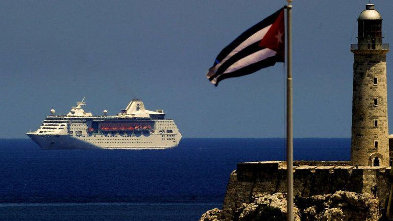 EE.UU. prohíbe los viajes en crucero a la isla de Cuba