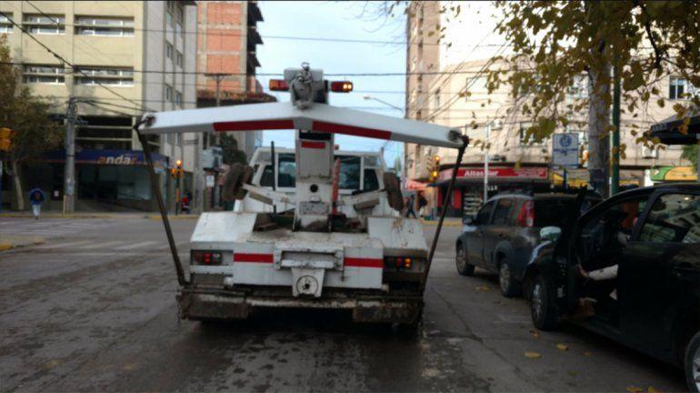Escrache en Facebook: la grúa municipal circula sin patente