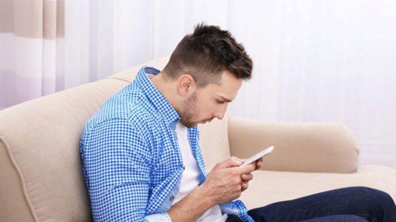 Cuello de Whatsapp y pulgar atascado, las nuevas dolencias