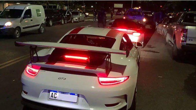 Secuestran 38 autos de lujo en allanamientos por corrupción