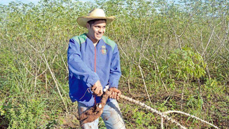 El jugador de River que no se tomó vacaciones y volvió a sus pagos para ayudar a su familia en la cosecha
