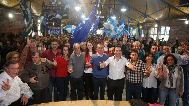 Una multitud peronista acompañó a Martínez y Zúñiga en el lanzamiento de la campaña