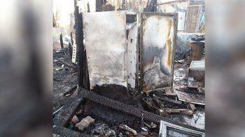 familias perdieron todo en un incendio en toma 7 de mayo