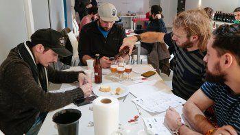 los productores cerveceros de la zona resisten la suba del dolar