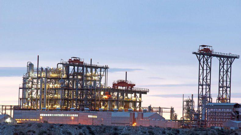 Trabajadores de la PIAP mantienen un corte en el ingreso a la planta