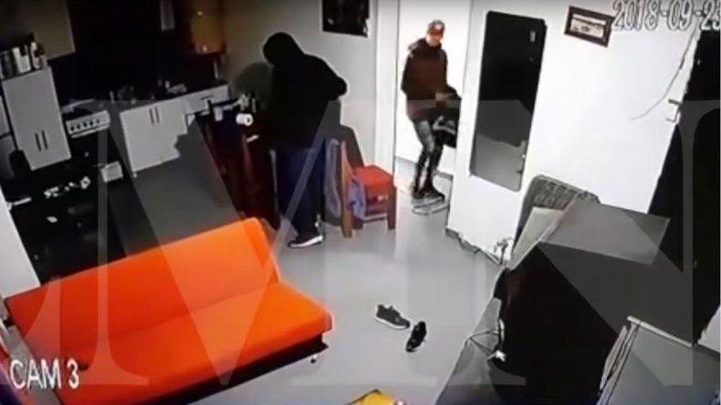 Le robó a su vecina con su hermano y la condenaron