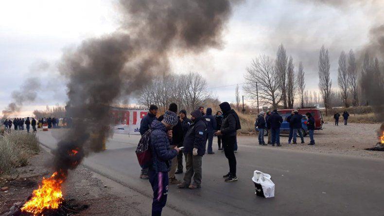 Senillosa: trabajadores de la PIAP cortan la Ruta 22