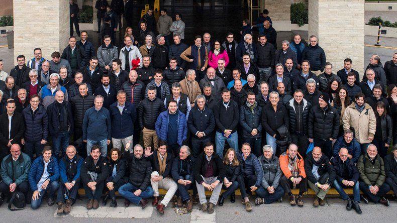 En la previa del Precoloquio de IDEA, más de 100 empresarios visitaron Vaca Muerta
