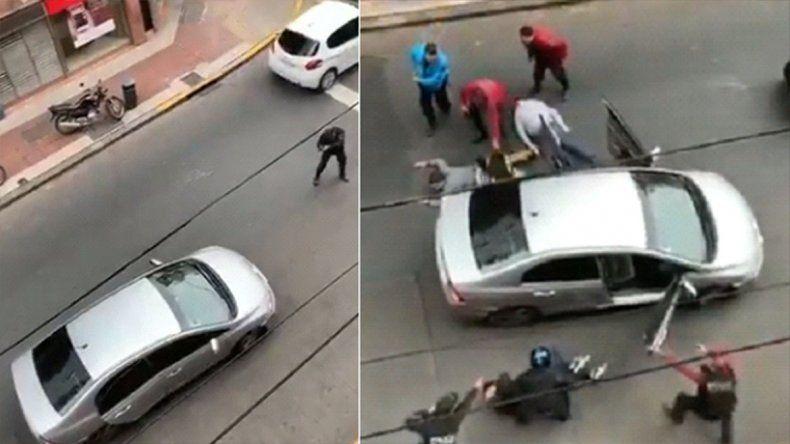 De película: Un policía se plantó frente un auto con cuatro ladrones y logró detenerlos