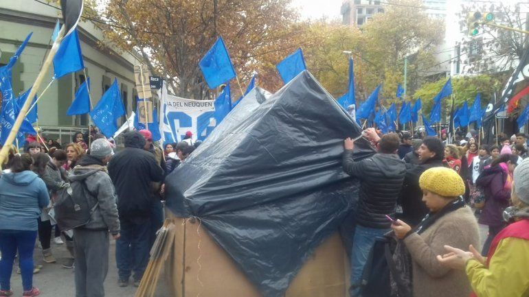 Organizaciones sociales reclamaron trabajo en Casa de Gobierno