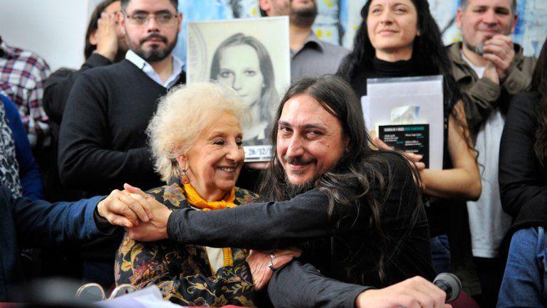 Tras 42 años de búsqueda, Abuelas de Plaza de Mayo presentó al nieto 130