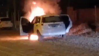 se le prendio fuego el auto mientras manejaba y pudo escapar