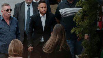 en muletas, neymar declaro en la causa por violacion