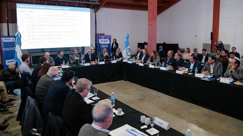 Provincia pide acelerar el desarrollo de Vaca Muerta