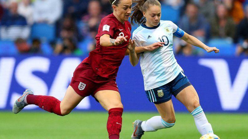 El seleccionado femenino de fútbol cayó por 1 a 0 ante Inglaterra