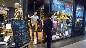 comerciantes dicen que hay menos ventas por el dia del padre