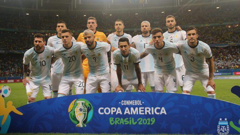 Himno sin introducción y una Selección con dos Messi